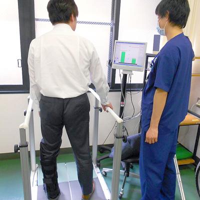 西陣病院、▲スタティックバランサーでの荷重練習